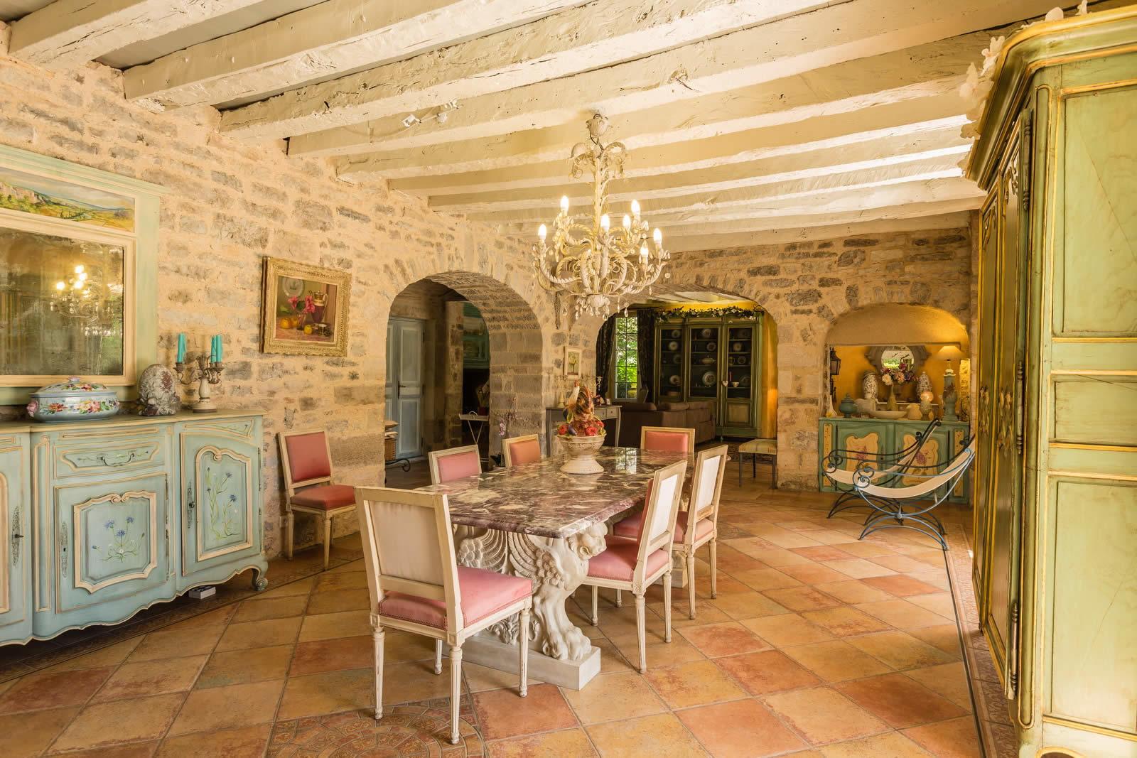 maison-prestige-a-vendre-figeac-terrasse-piscine