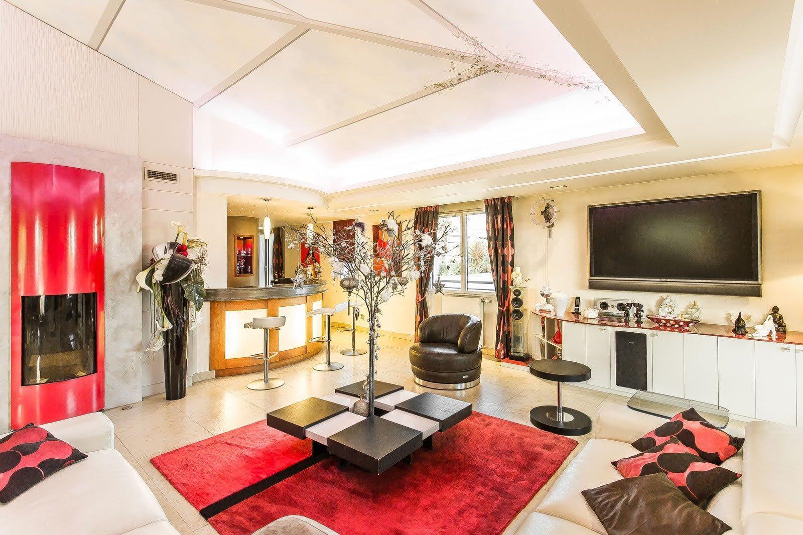 penthouse-grand-standing-a-vendre-tassin-la-demi-lune-bourg-piscine-home-cinema-garages-cave