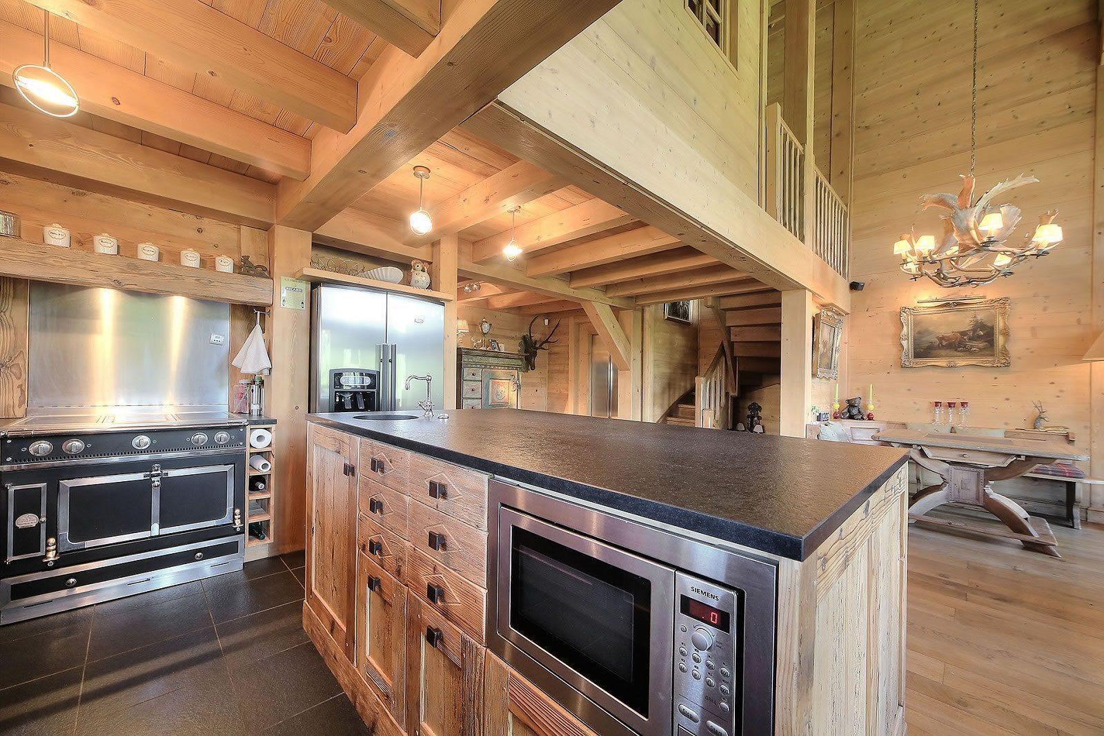 demi-chalet-renove-a-vendre-terrasses-hauteurs-sous-plafond-baies-vitrees