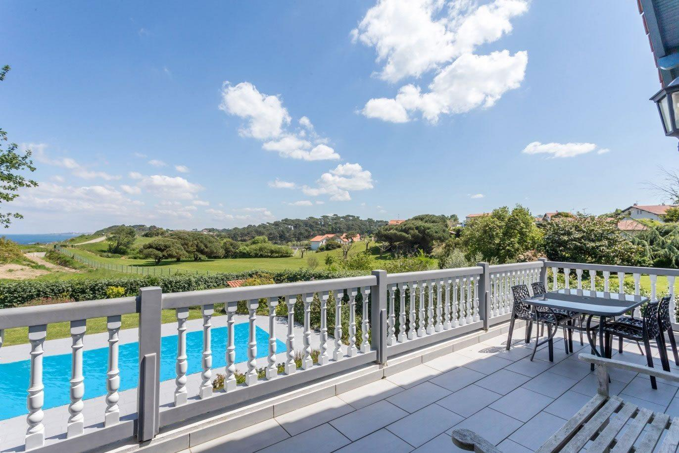 Villa 200 m tres de la plage avec piscine vendre for Piscine zodiac occasion le bon coin