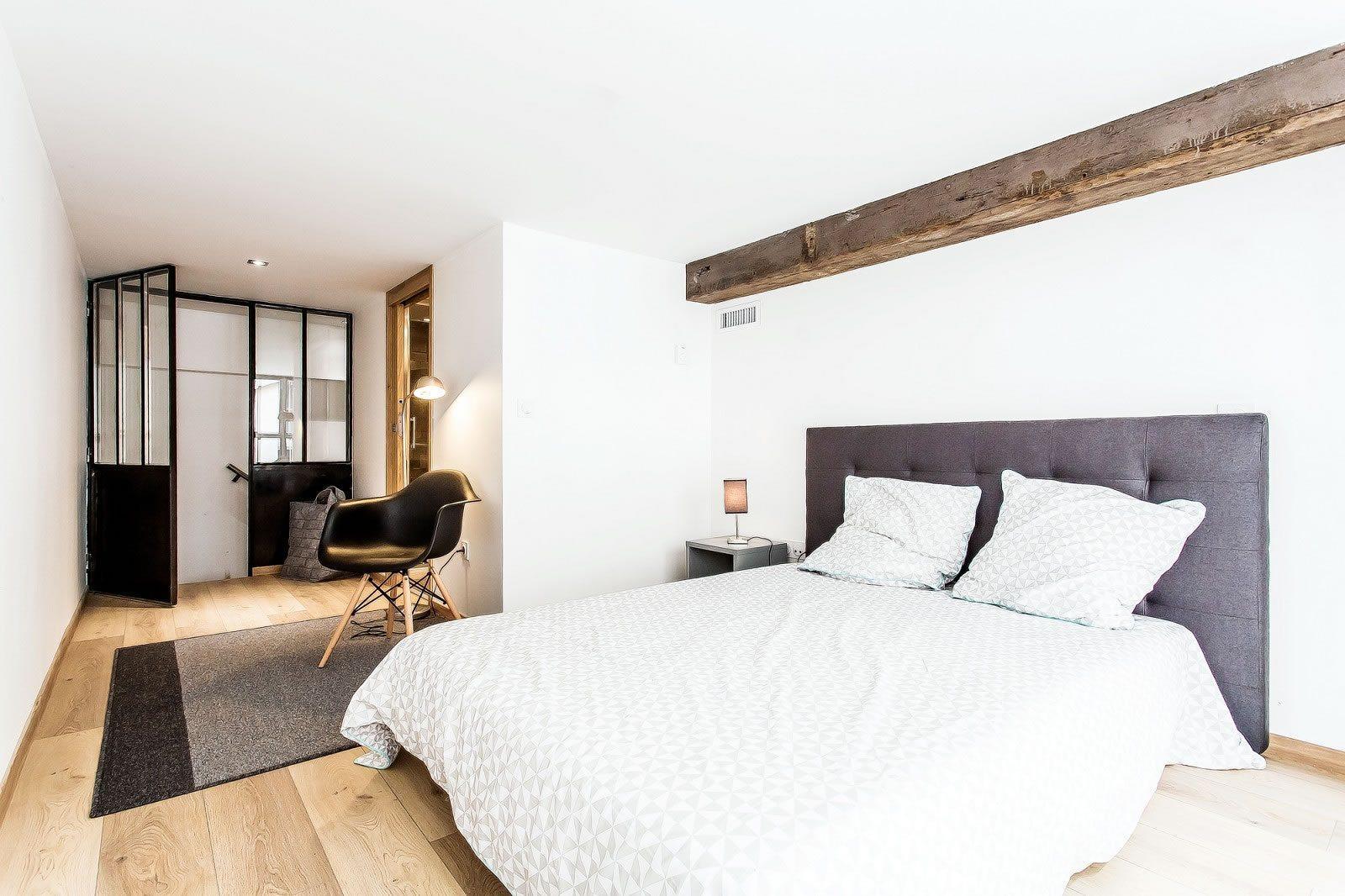 beau-triplex-style-loft-a-vendre-quartier-foch-sejour-buanderie