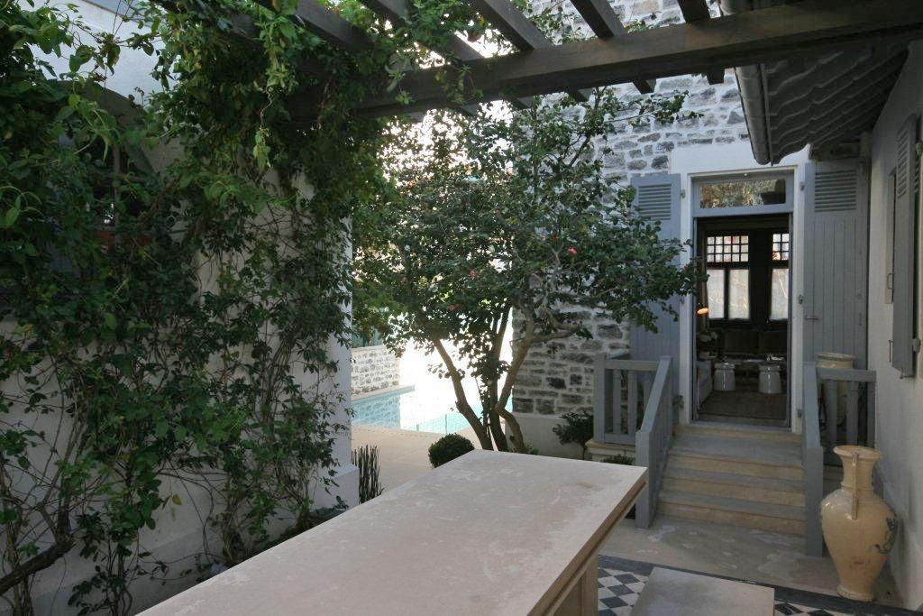 residence-piscine-a-vendre-biarritz-cheminee-jardin