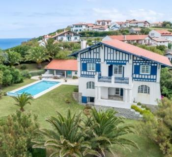 basque-family-villa-pool-for-rent-bidart-access-beach-mountain-ocean-view