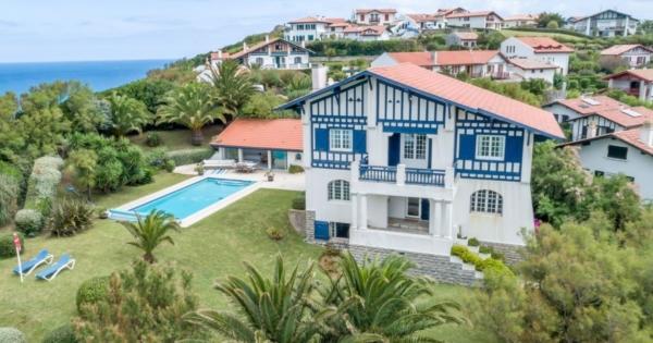 basque-family-villa-pool-for-rent-bidart-access-beach-mountain-ocean-view