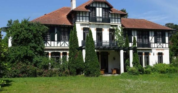 house-character-for-sale-biarritz-lawn-garage