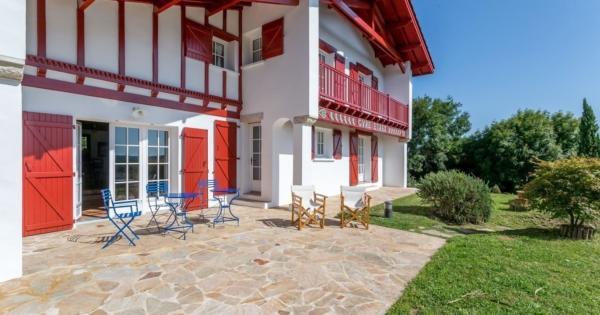 basque-house-mountain-view-for-sale-ahetze-fireplace-terrace-garage