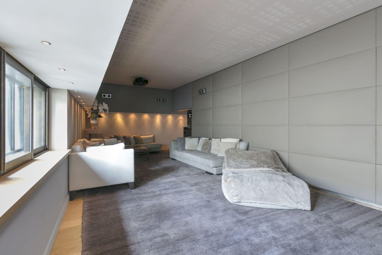 magnifique-hotel-particulier-a-vendre-montmartre-vue-unique-ascenseur-parking-cave