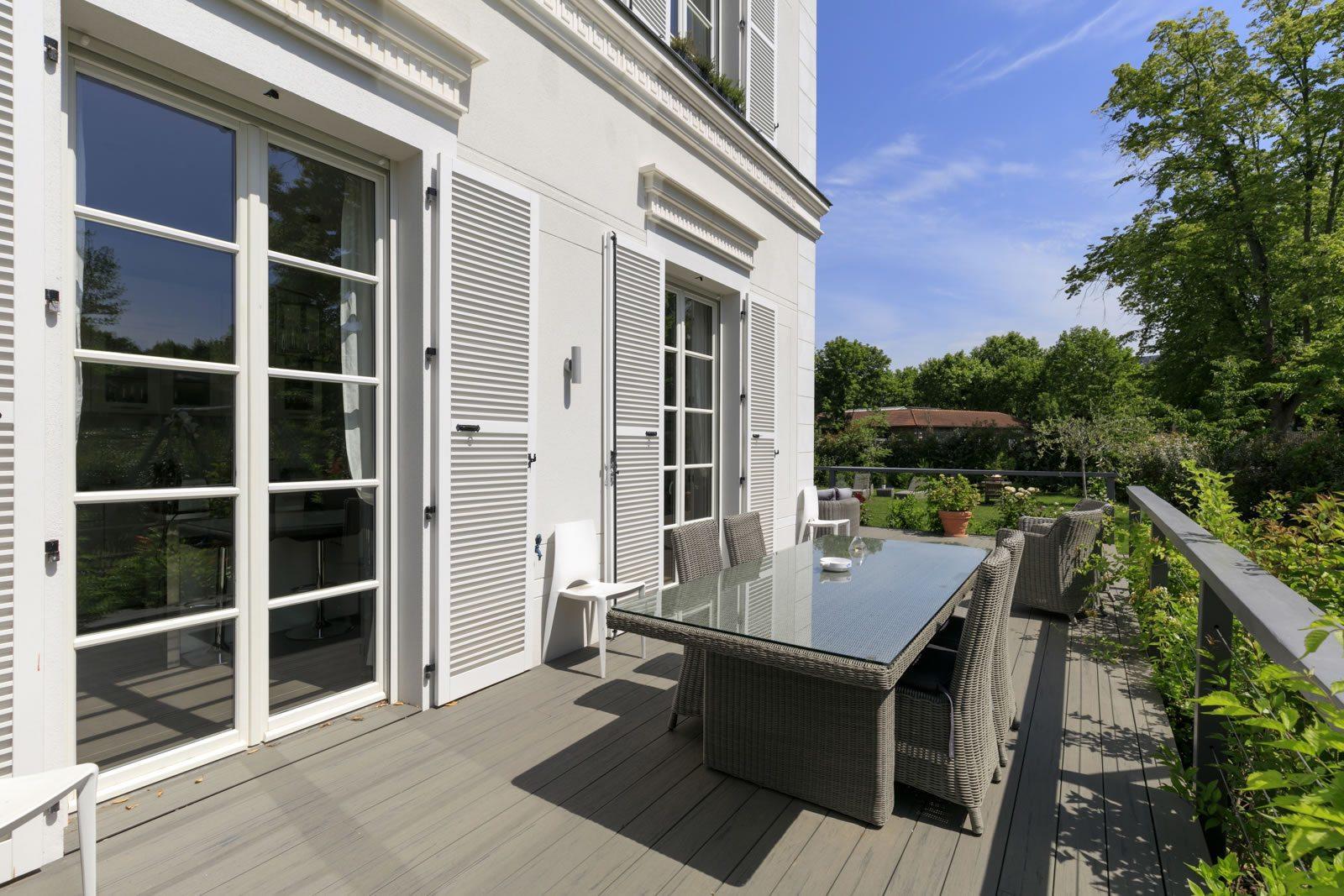maison de l europe rueil malmaison finest maison rueil malmaison immobilier rueil malmaison. Black Bedroom Furniture Sets. Home Design Ideas