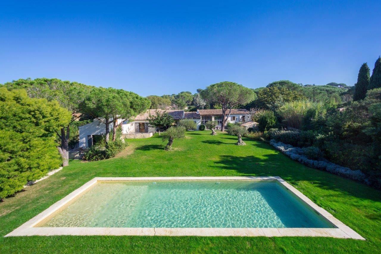 superbe-villa-a-louer-quartier-prise-salon-parc-arbore-piscine
