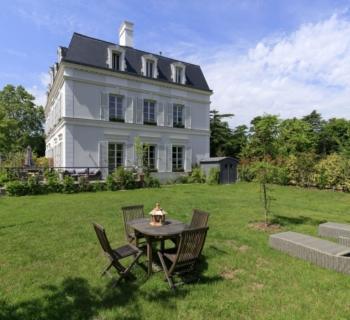 hotel-particulier-a-vendre-rueil-malmaison-terrasse-jardin-bar-bureau