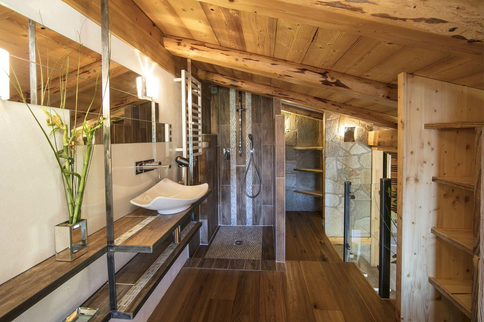 magnifique-chalet-a-vendre-terrasses-balcons-vue-panoramique-atelier-jardin-parking