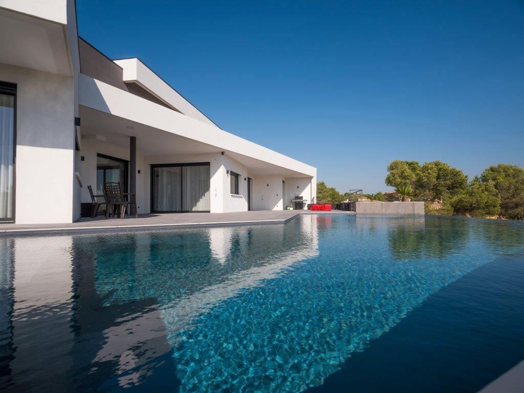 maison-architecte-exceptionnelle-a-vendre-quartier-residentiel-piscine-terrasses-vue-panoramique