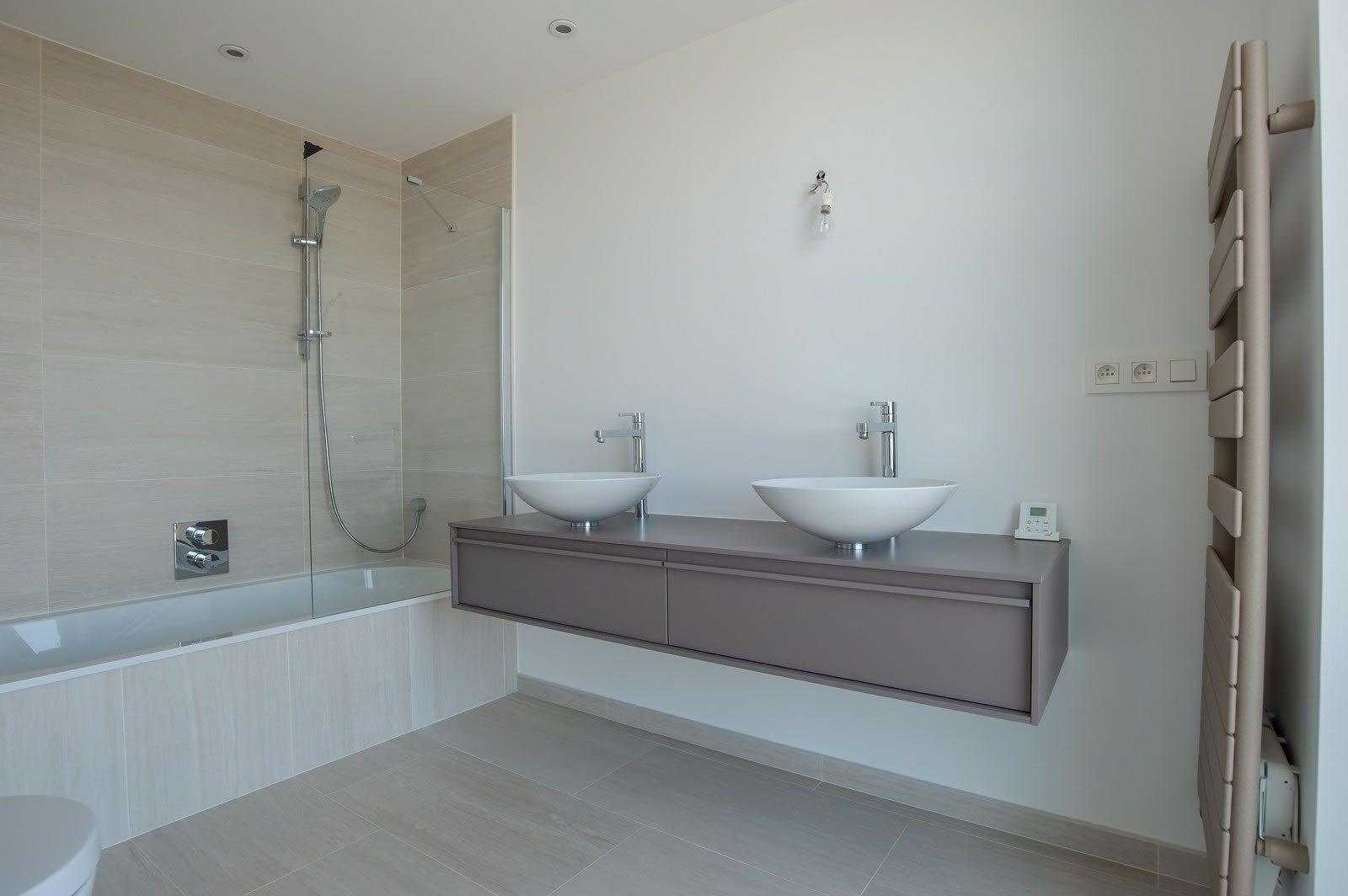 exceptionnelle-villa-neuve-piscine-vue-sublime-a-vendre-grimaud-double-garage