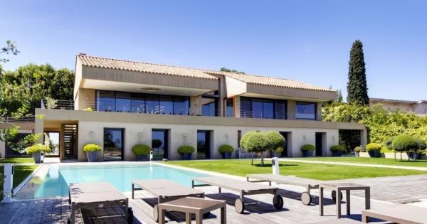 exceptionnelle-villa-contemporaine-a-vendre-ramatuelle-vue-imprenable-piscine-plage