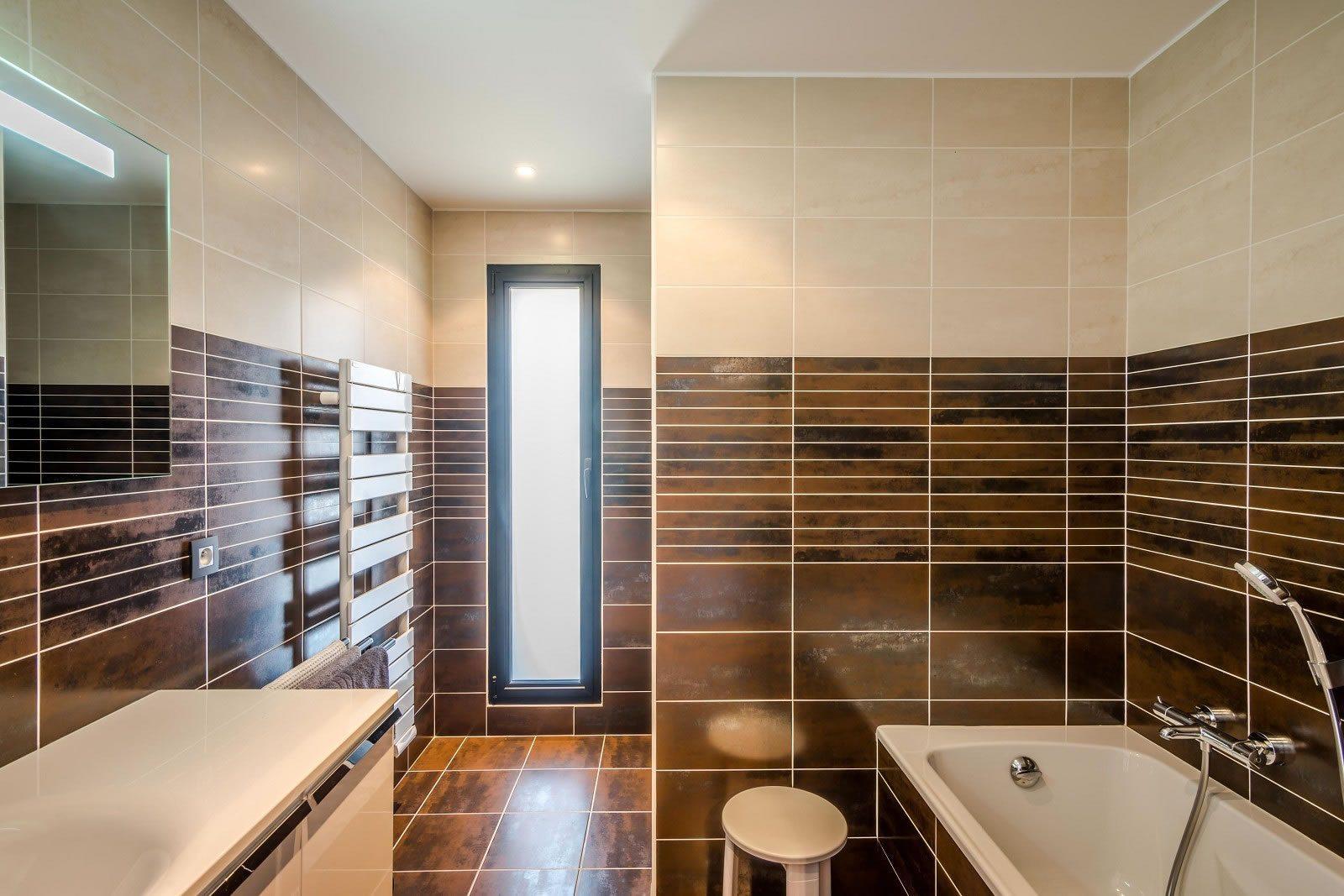 villa d architecte avec piscine vendre thonon les bains 3 chambres bureau piscine. Black Bedroom Furniture Sets. Home Design Ideas