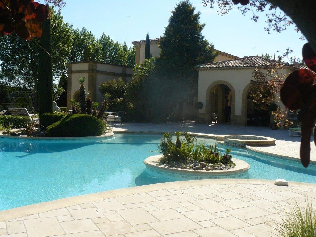 magnifique-bastide-domaine-a-vendre-spa-piscine-interieure-hammam-salle-sport-cave