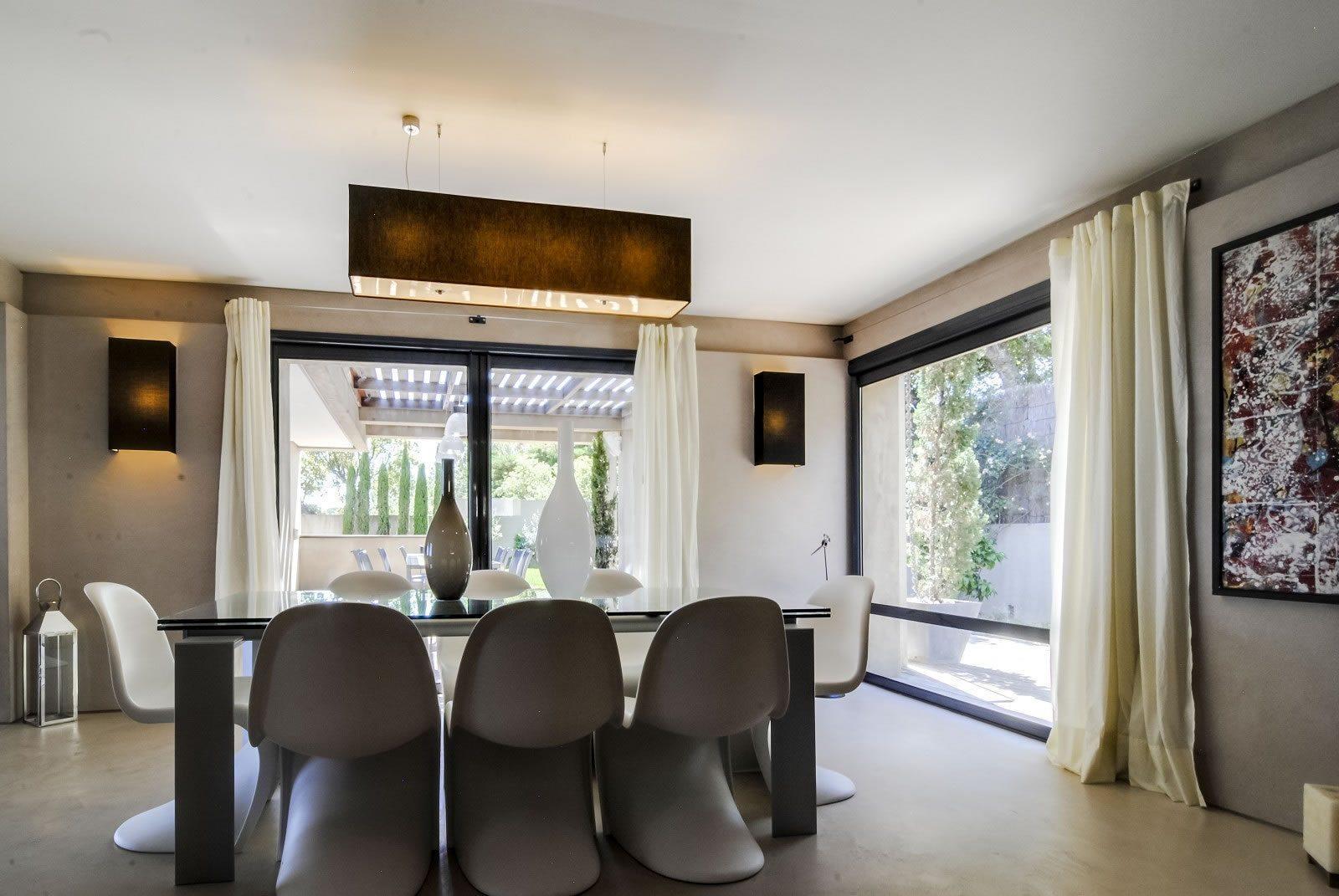 exceptionnelle villa contemporaine vendre ramatuelle avec vue imprenable sur la mer piscine. Black Bedroom Furniture Sets. Home Design Ideas