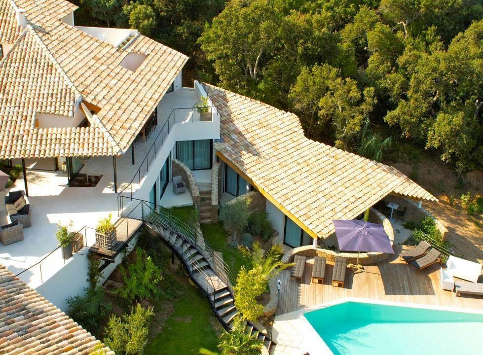 magnifique-villa-contemporaine-vue-mer-a-vendre-cap-benat-bormes-les-mimosas-terrasses-piscine-barbecue