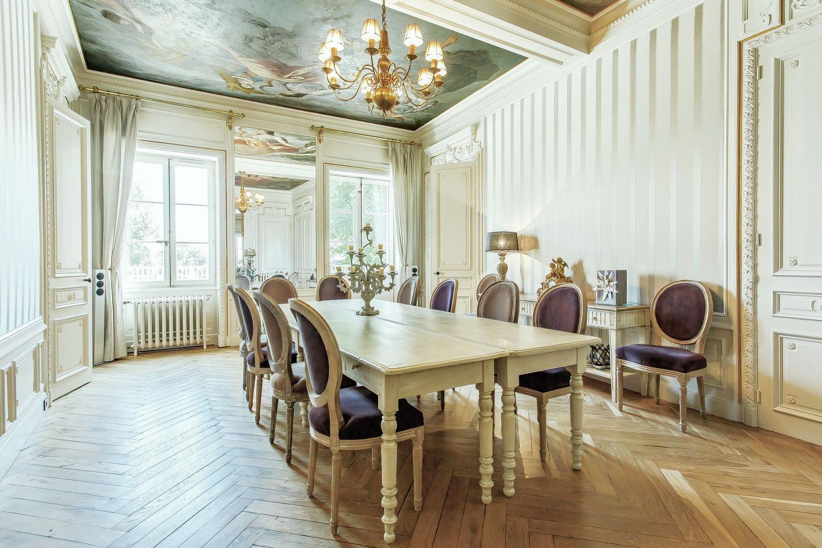 sublime maison de ma tre meubl e vendre vernaison sud ouest lyonnais 7 chambres. Black Bedroom Furniture Sets. Home Design Ideas