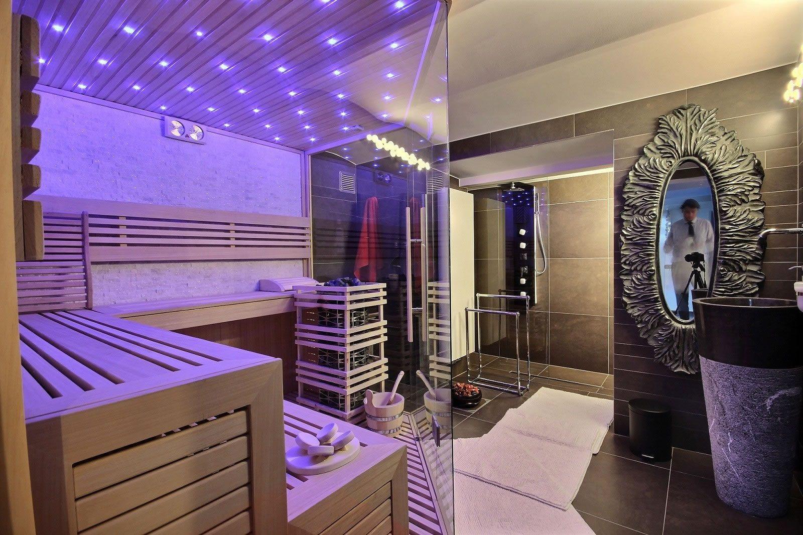 superbe-villa-renovee-rhode-saint-genese-jardin-terrasse-csuperbe-villa-renovee-rhode-saint-genese-jardin-terrasse-cave-saunaave-sauna
