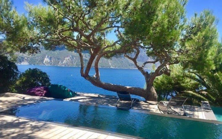 propriete-exceptionnelle-cassis-mer-a-vendre-villa-renovee-terrasses-panoramiques-piscines-garage-double