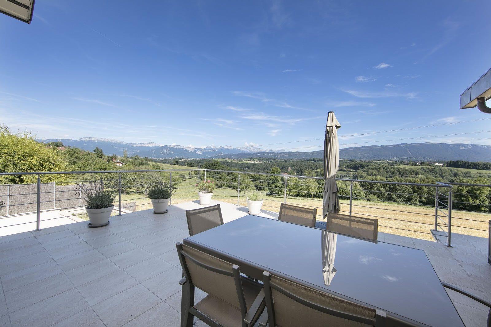 maison-renovee-piscine-interieure-a-vendre-lovagny-environnement-calme-mezzanine-garages