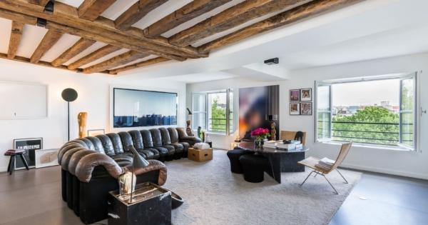 beautiful-apartment-for-sale-ile-Saint-Louis-view-seine-exposed-beams-storage-space
