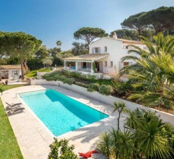beautiful-waterfront-villa-pool-for-rent-domaine-pampelone-ramatuelle-terrace-fireplace