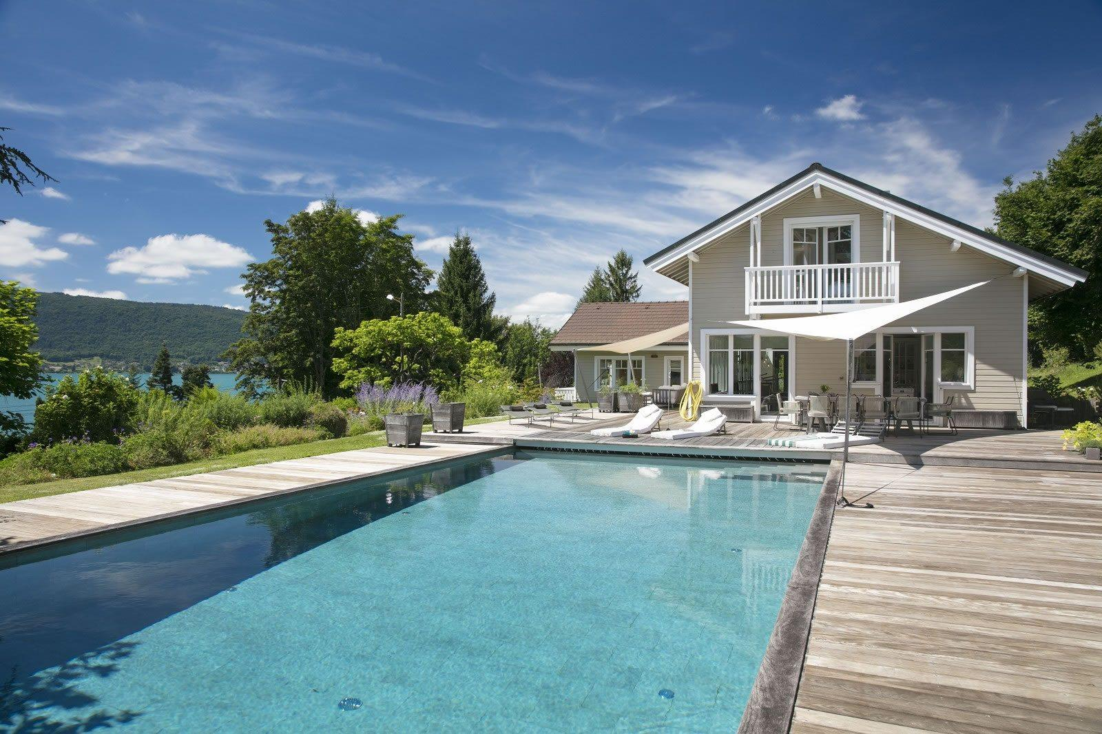 belle villa contemporaine de bois avec piscine vendre veyrier du lac avec vue sur le lac 4. Black Bedroom Furniture Sets. Home Design Ideas