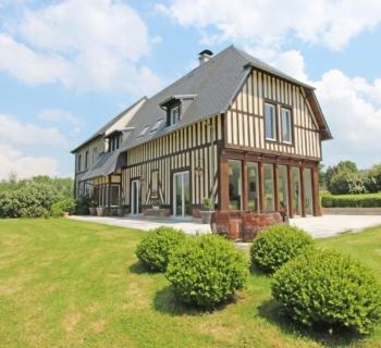 belle-demeure-normande-construction-recente-a-vendre-colombages-terrain-cheminee