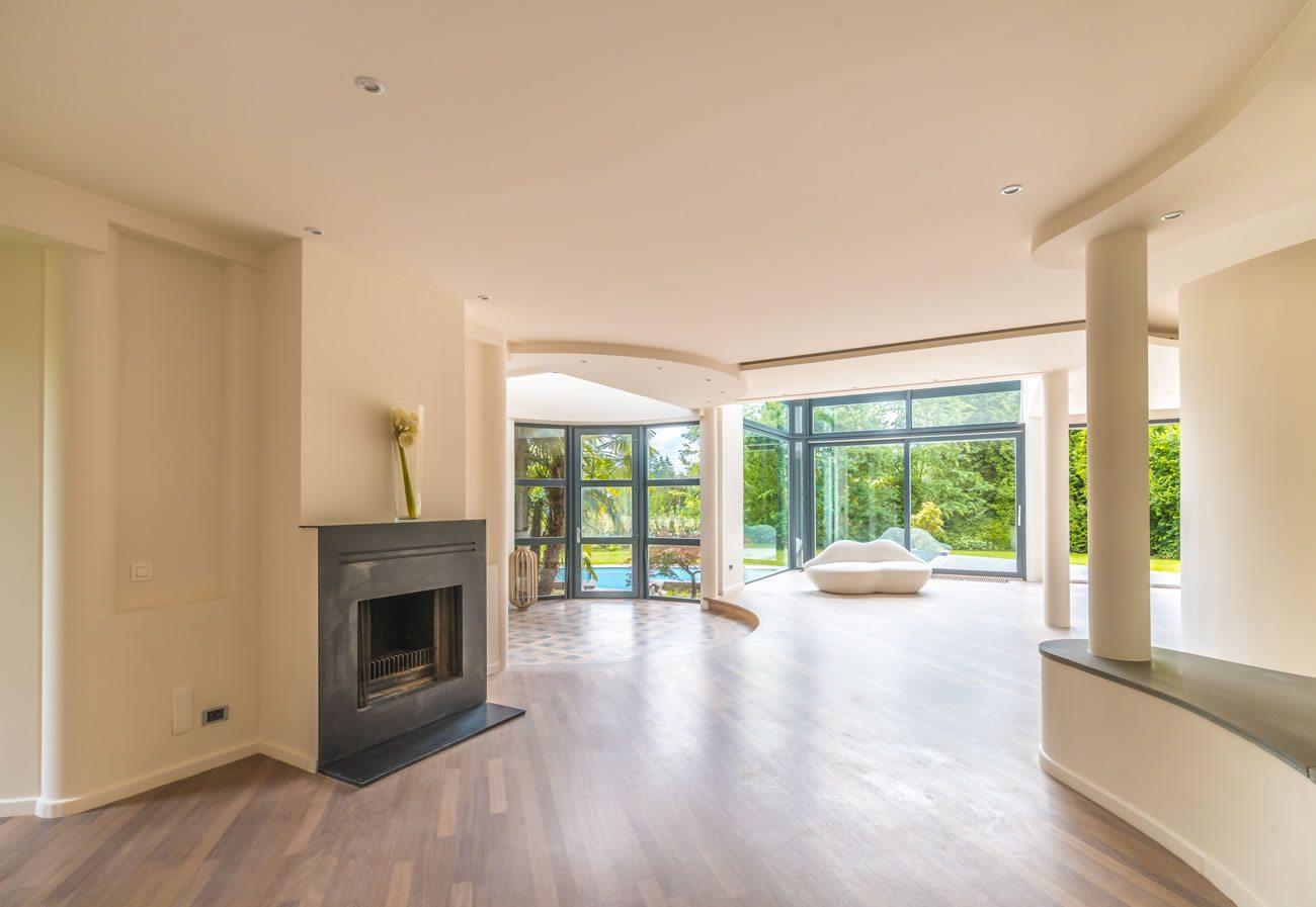 belle-maison-a-vendre-rhode-saint-genese-grandes-terrasses-teck-cave-piscine-parking