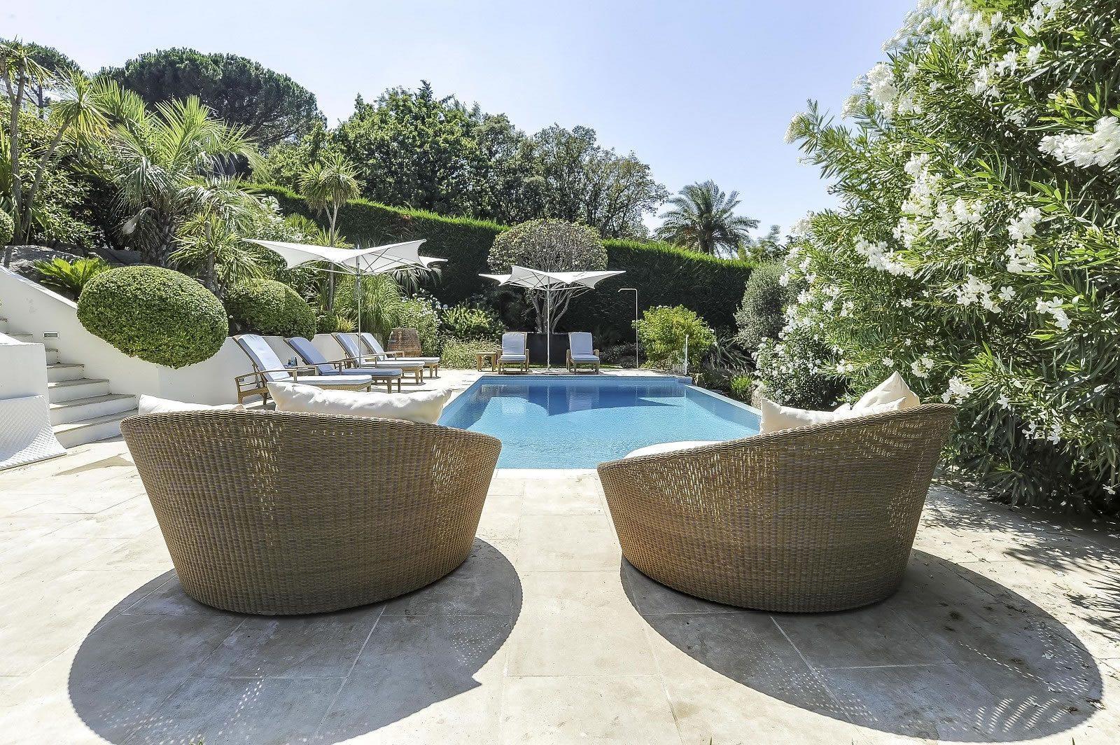belle-propriete-piscine-a-vendre-gassin-cheminee-belle-terrasse-cave-vin