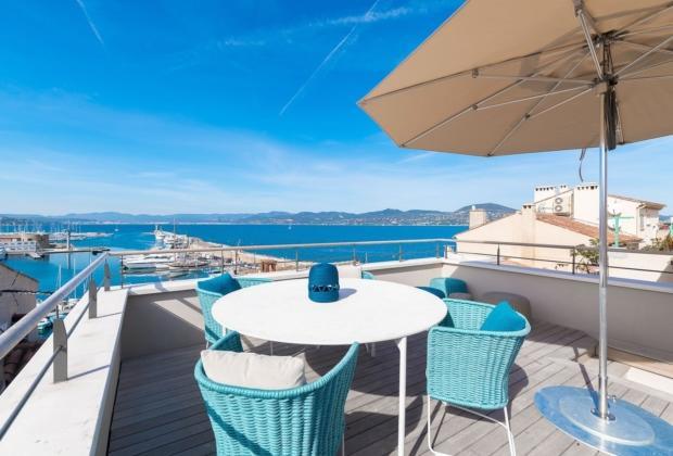 magnifique-maison-village-renovee-a-louer-mezzanine-terrasse-panoramique-climatisation-alarme