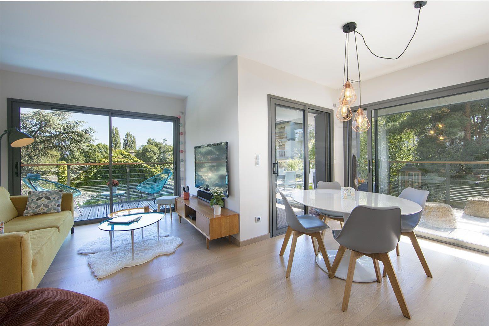 appartement de standing de 100 m2 vendre albigny annecy le vieux 3 chambres terrasse. Black Bedroom Furniture Sets. Home Design Ideas