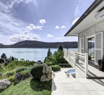 villa-standing-piscine-a-vendre-veyrier-du-lac-vue-panoramique-lac-cave-garage-parking