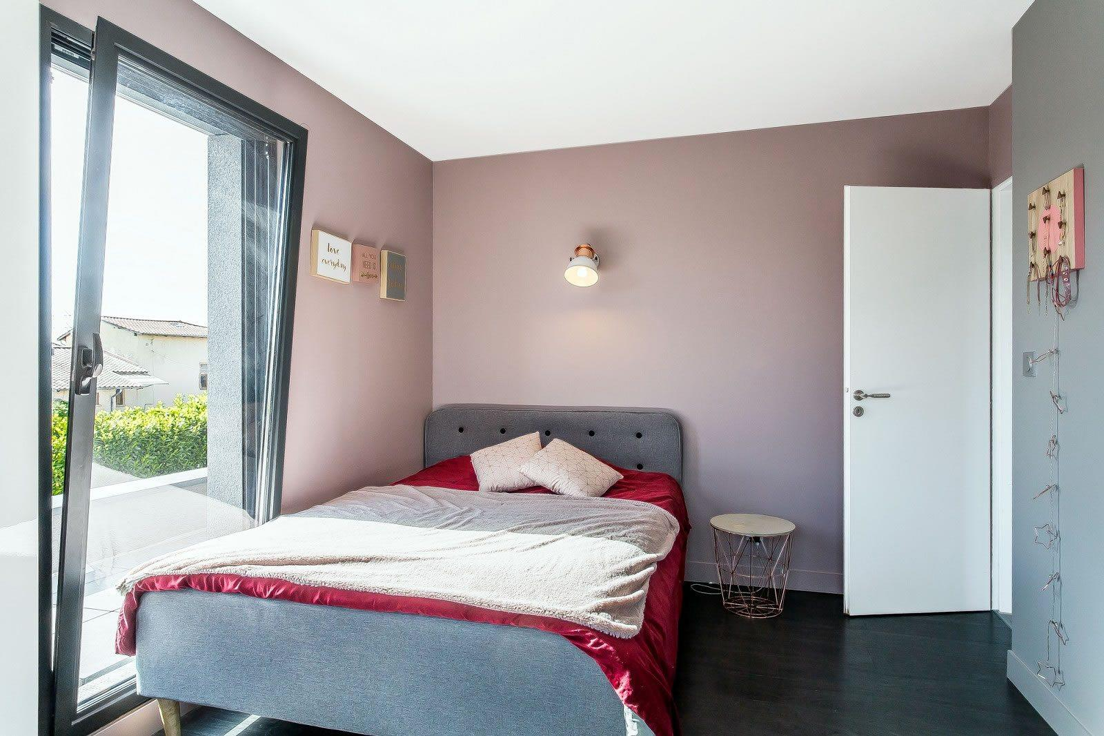 maison-contemporaine-piscine-a-vendre-a-neuville-sur-saone-jardin-arbore-garage-double
