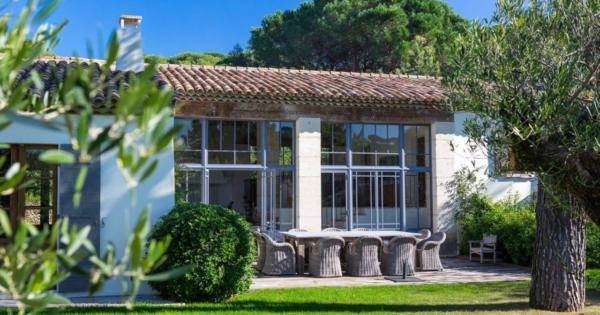 superb-villa-for-rent-popular-area-living-room-park-swimming-pool