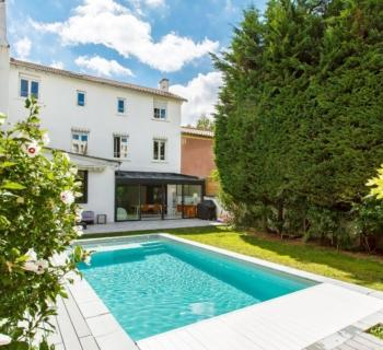 beautifully-renovated-townhouse-for-sale-croix-rousse-heated-pool-basement