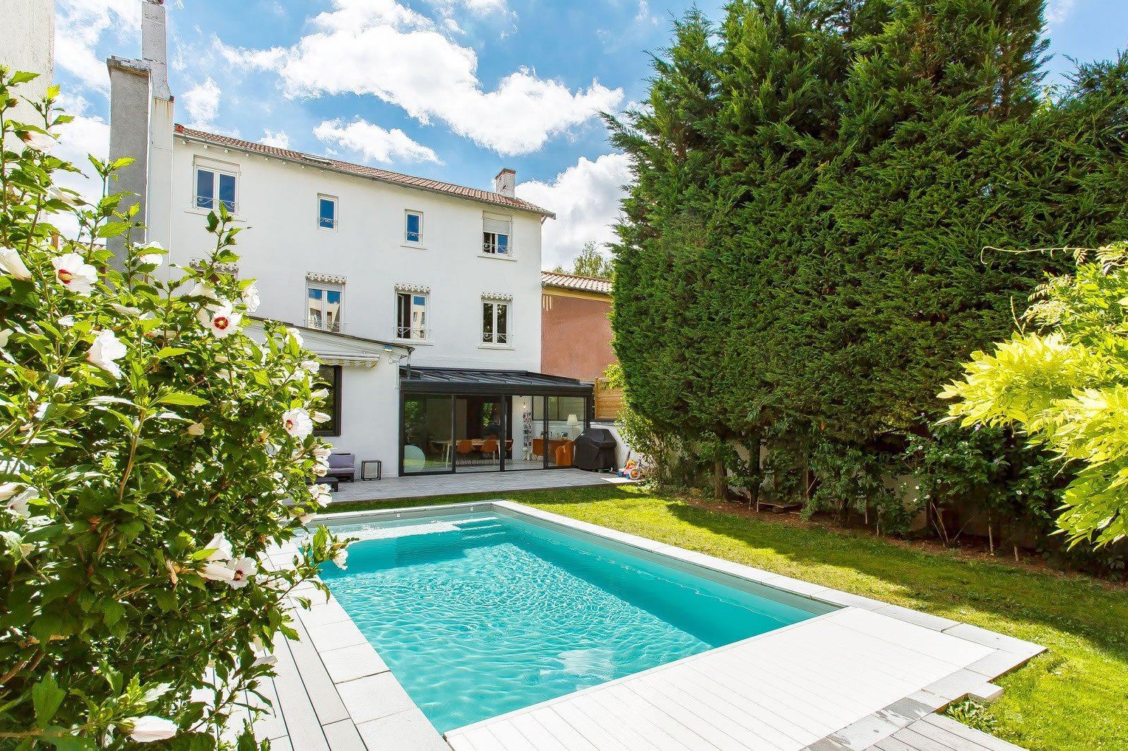 magnifiquement-renovee-maison-a-vendre-croix-rousse-piscine-chauffee-buanderie-cave