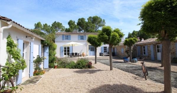 superb-villa-private-access-beach-for-sale-portes-en-re-studio-terrace-garden