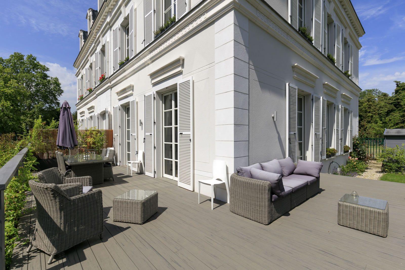 hotel particulier vendre sur un domaine priv rueil malmaison 3 chambres terrasse. Black Bedroom Furniture Sets. Home Design Ideas