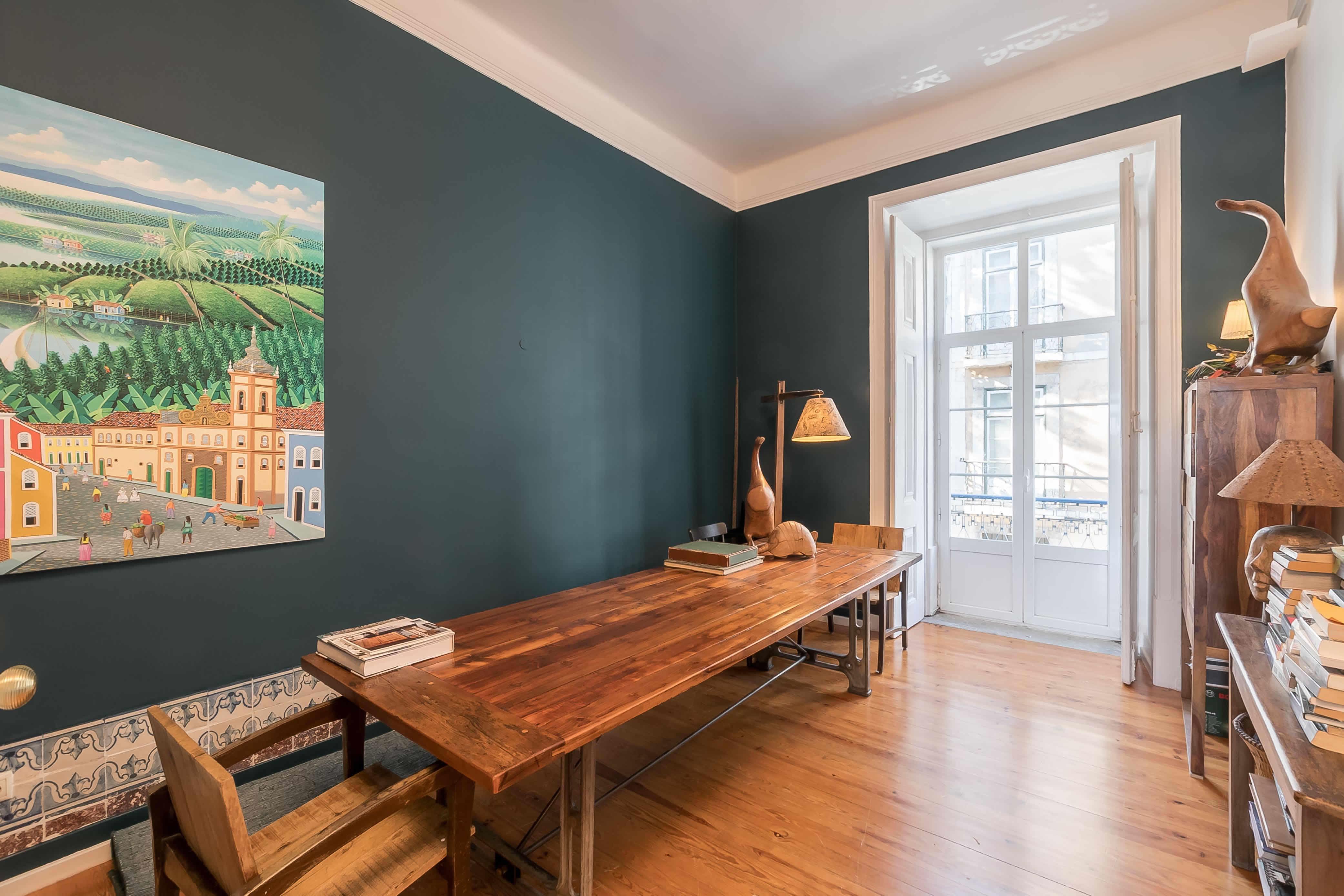 bel-appartement-a-vendre-hauteurs-sous-plafond-grand-salon-bureau