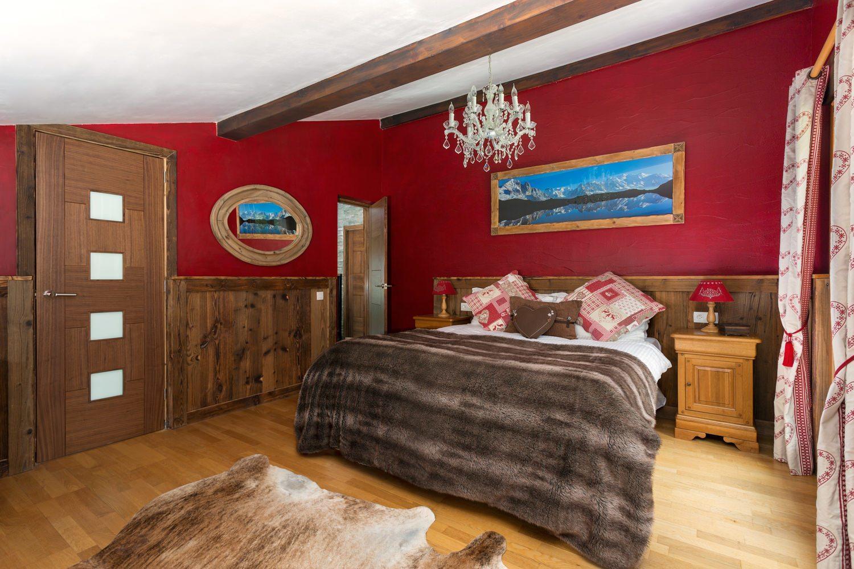 exceptionnel-chalet-traditionnel-a-vendre-hameau-des-crets-houches-jardin-jacuzzi-cheminee-ski-room