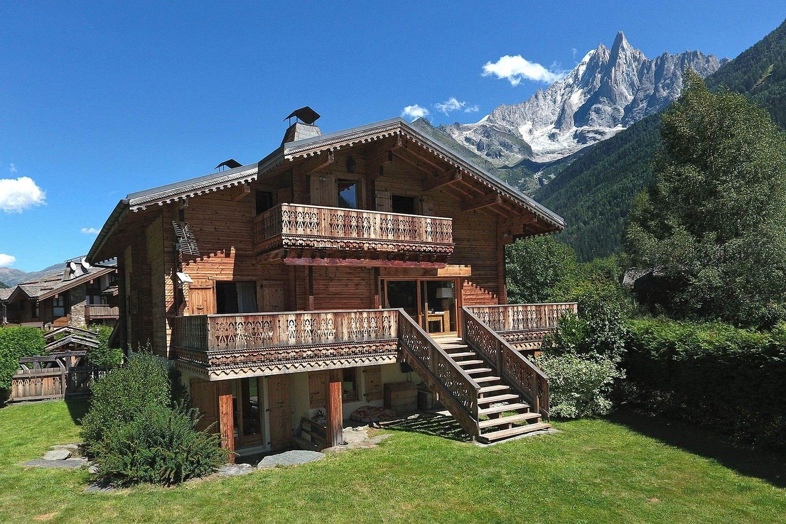 beau-chalet-traditionnel-a-vendre-buanderie-cheminee-terrasse-parking