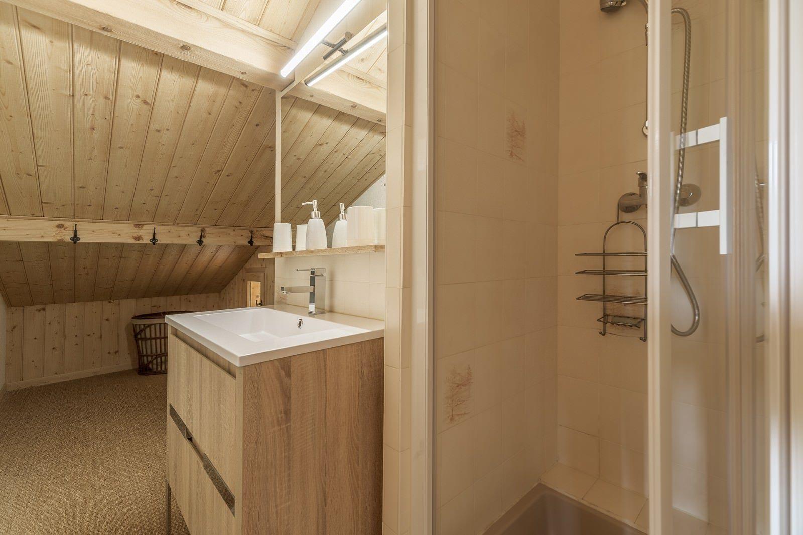 chalet-familial-vue-magnifique-a-vendre-combloux-cheminee-terrasse