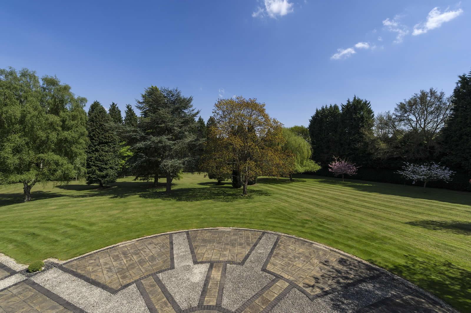 propriete-exceptionnelle-a-vendre-surrey-wentworth-golf-club-west-course-piscine-jacuzzi-sauna