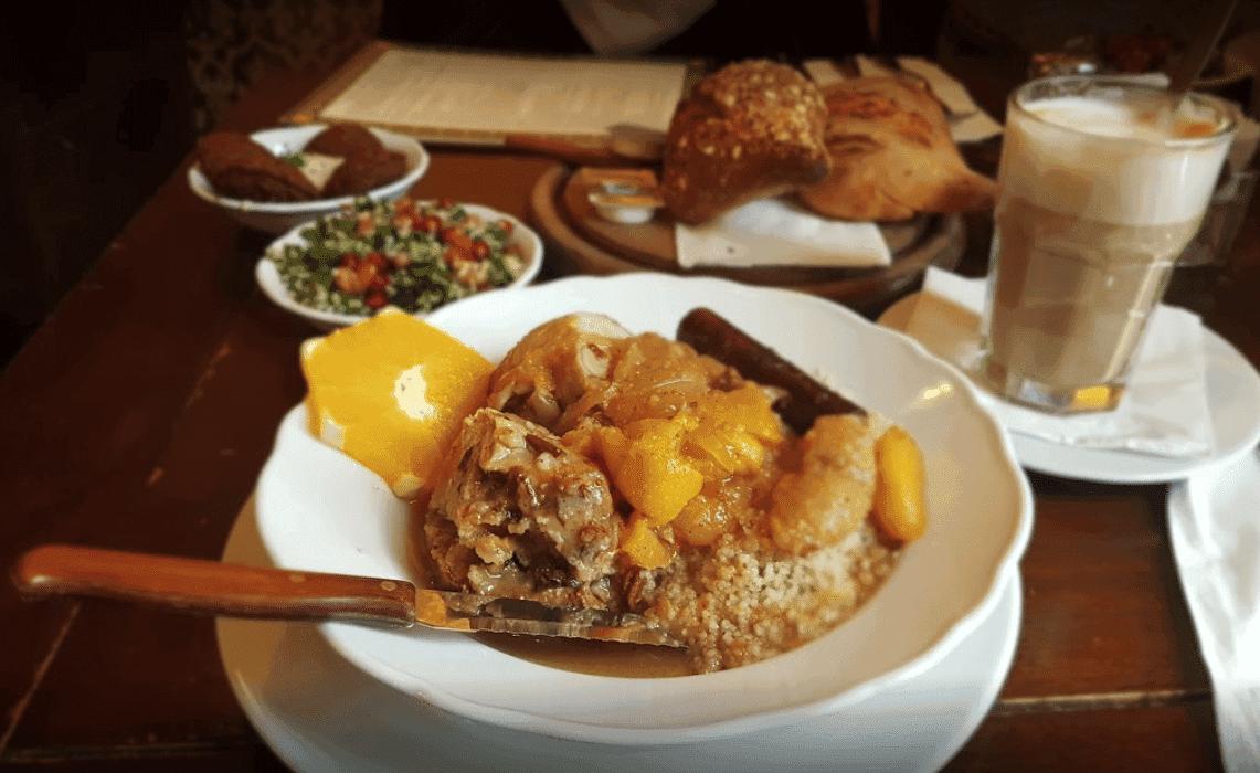 restaurant-suzanna-tel-aviv-plats-mediterraneens-menus-vegetariens-ambiance-orientale
