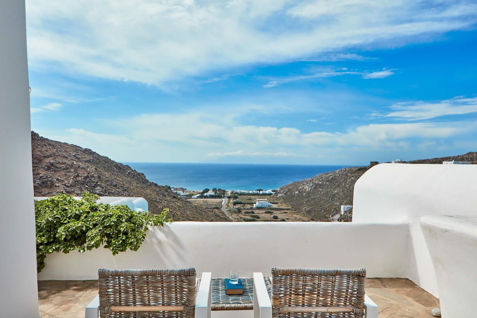 villa-luxe-vue-imprenable-mer-a-vendre-plage-agrari-mykonos-piscine-jacuzzi-cheminee