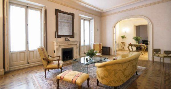 magnificent-old-apartment-for-sale-high-ceilings-parquets-concierge-elevator