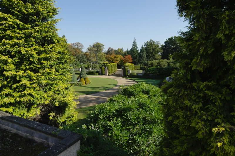 magnifique-manoir-20eme-siecle-domaine-a-vendre-surrey-angleterre-ecuries-garages-parc-jardins